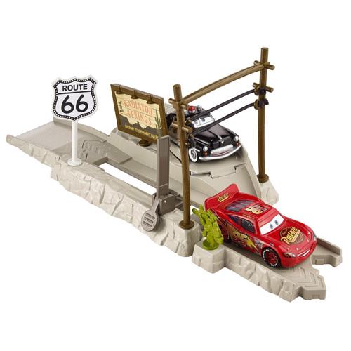 Cars vystřelovač Mattel Route 66 - vystřelovač závoďáků